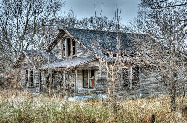 https://fineartamerica.com/featured/abandoned-farmhouse-lisa-moore.html